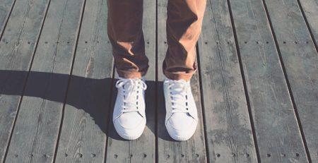 tenis branco looks masculinos